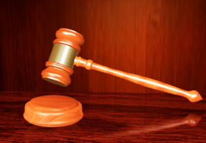 Oikeus, tuomari, nuija